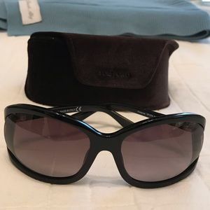 TOM FORD Vivienne Sunglasses NEW with case.